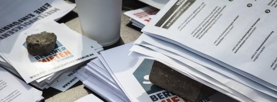 Die Aktiven des Mietenvolksentscheid sammelten in kurzer Zeit weit mehr Unterstützer*innen Unterschriften als benötigt.